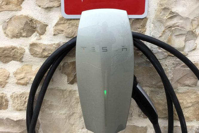 Charge Tesla